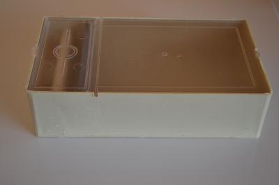 Хранилка за пчели с прозрачен капак
